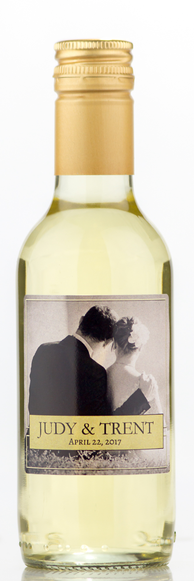 Wedding favors wine